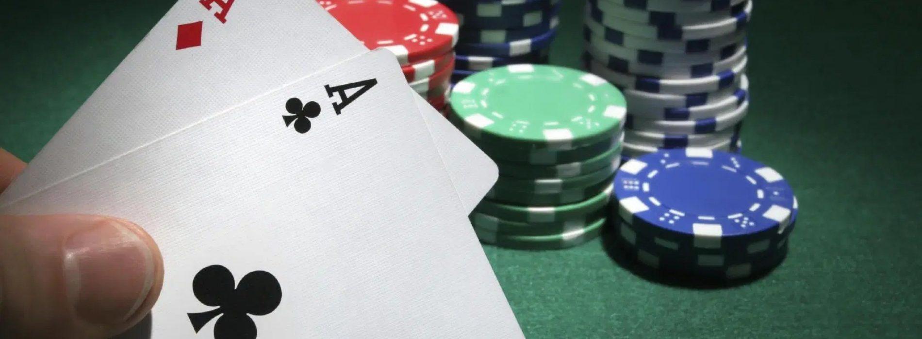 Play Smart Using Situs Poker Online