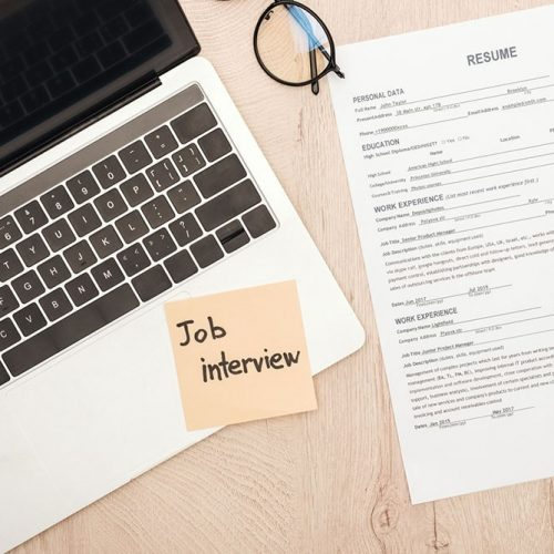 What are the top six reasons to choose an online resume maker?